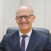 dr Wiktor Patena